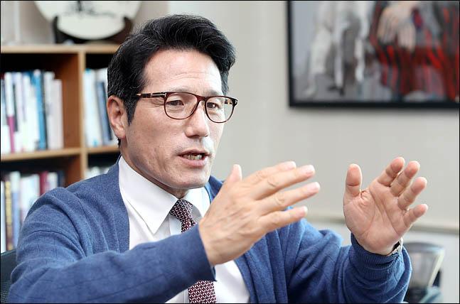 """정병국 """"조국, 검사와의 대화?…'검사의 심문' 받으라"""""""