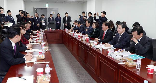 '통합과 전진' 홍준표 윤리위 회부 요구…당내 반응은 엇갈려