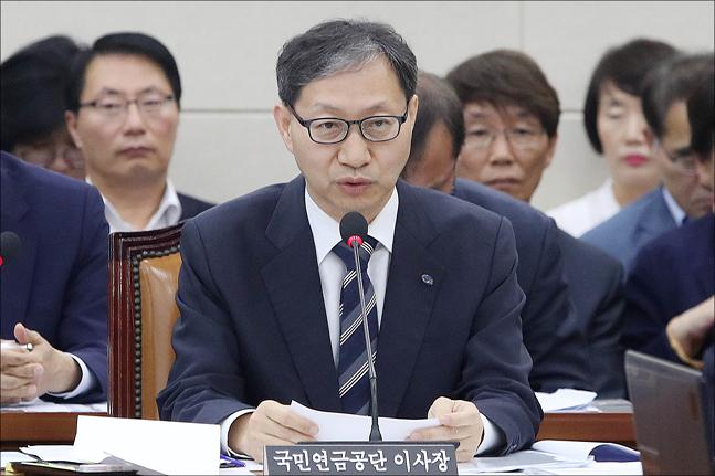 국민연금 압수수색…같은시각 김성주 이사장은 선거운동 논란