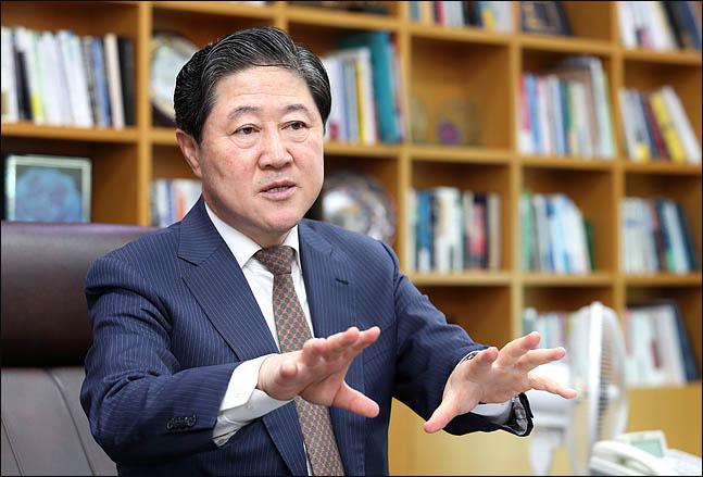 유기준, 비법조인 유시민 '구속영장' 발언 일축