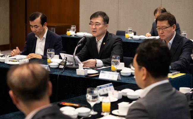 """손병두 """"국내 핀테크 기업, 글로벌 '유니콘'으로 성장하도록 환경 조성"""""""