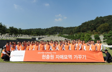 한화 방산계열사, 국군의 날 기념 현충원 묘역 정화 실시