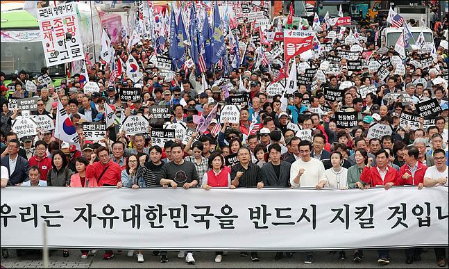 한국당, '100만 개천절 집회' 향한다