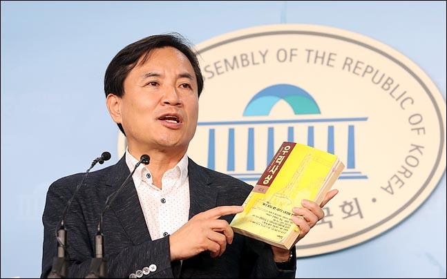 """김진태 """"검찰개혁, 文대통령이 피의자 편들지 않으면 돼"""""""