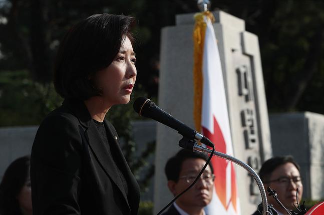 '살아있는 권력' 수사하던 검찰총장 의혹 보도?…정치권, 의구심 표명