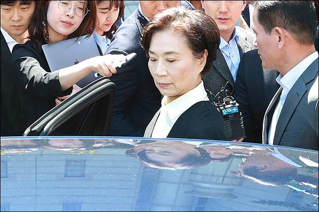 """검찰, '가사도우미 불법고용' 이명희 벌금 3000만원 구형···""""선처"""" 호소"""