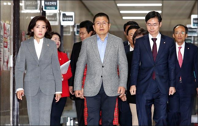 한국당, '조국 사퇴' 후 긴장 풀렸나…민심 동떨어진 행보 '뭇매'