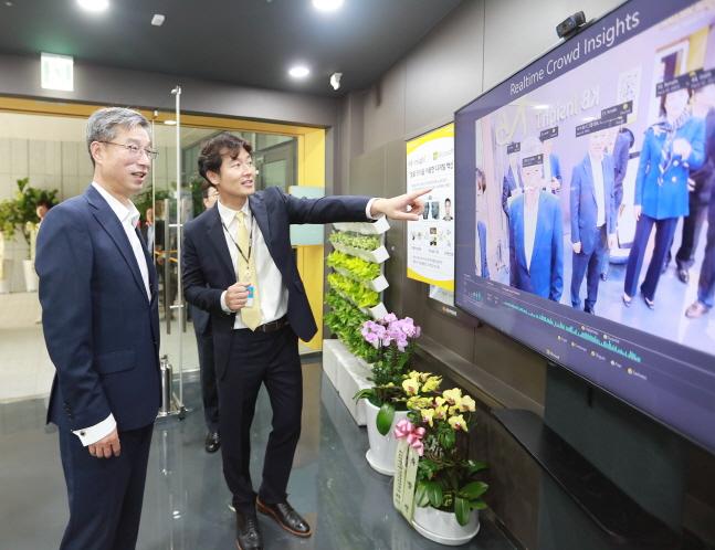 """IT 전문 인력으로만 운영"" 국민은행, 디지털 금융 허브 조성"