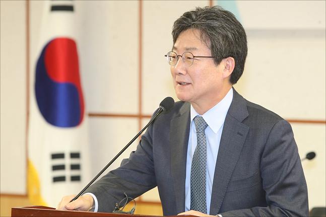 """유승민, 안철수 배제 독자노선 가나…""""무한정 기다릴 수 없다"""""""
