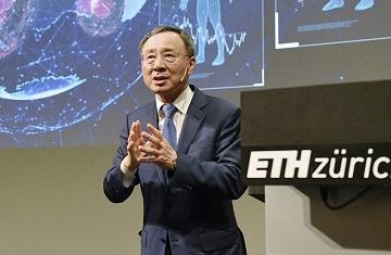 """황창규 KT 회장 """"글로벌 AI 1등 기업 되자"""" 직원들에 당부"""