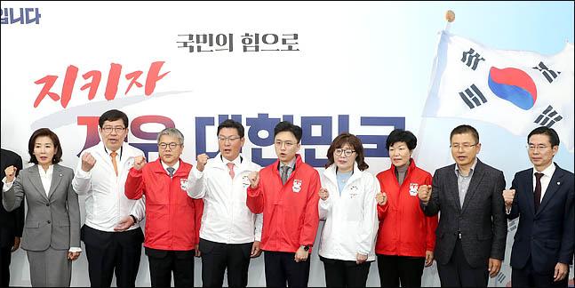 '황교안 체제' 1차 인재영입·총선기획단 발족 동시에…'총선 앞으로'