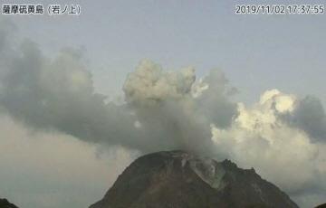일본 남부 가고시마 화산 분화