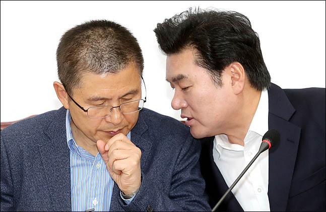 한국당, 해묵은 계파 갈등 비화되나?…권성동, '원유철 비토' 논란