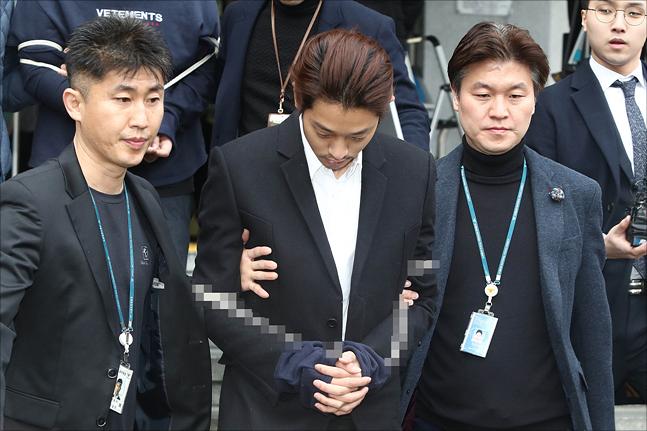 '성폭행 혐의' 가수 정준영·최종훈에 징역 7년·5년 구형