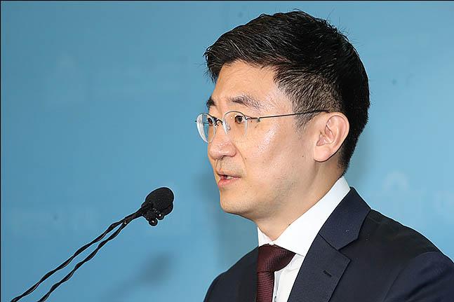 김세연, 현역 전원 용퇴·한국당 해체 후 재창당 제안…의도와 파장은