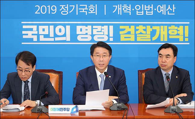 """민주당 """"黃 단식, 내부 문제 외부로 돌리려는 꼼수"""""""