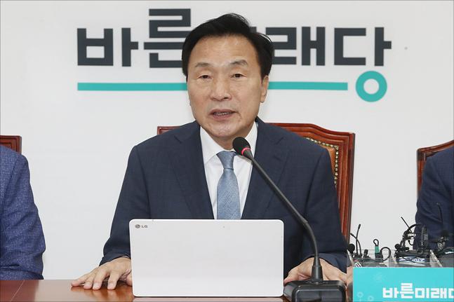 """손학규 """"유승민 선거법 반대, 정치개혁 막아서는 것"""""""