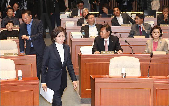 황교안 쓰러지자 투쟁 수위 더 끌어올린 한국당