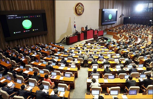 '신정법 개정안' 정무위 법안소위 통과…29일 본회의 통과 가능성도