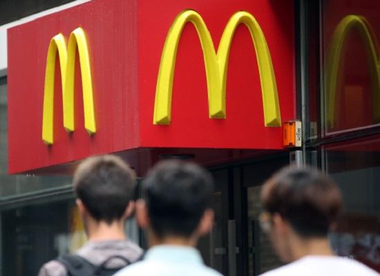 [기자의 눈] '미워도 다시 한 번?'…맥도날드 신로회복 '그 어려운 이야기'