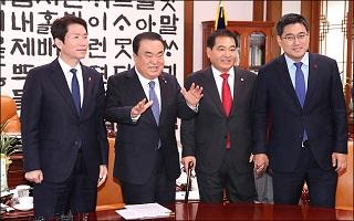 [데일리안 여론조사] '정치성향' 범보수 43.2% 범진보 41.4%