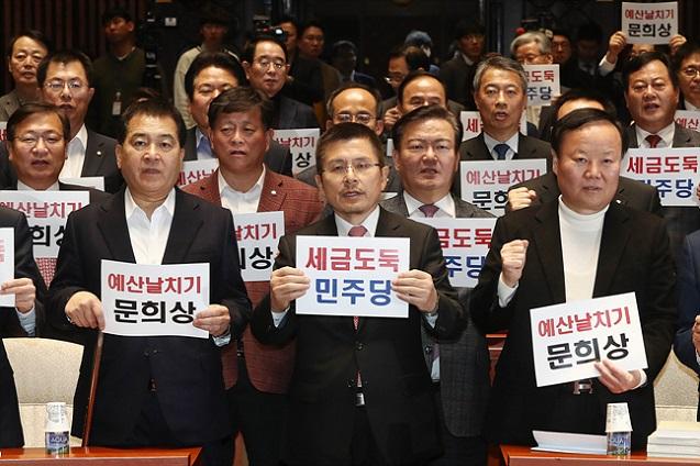 '예산안 패싱' 당한 한국당, 패스트트랙도 패싱?…대응 방안 '고심'