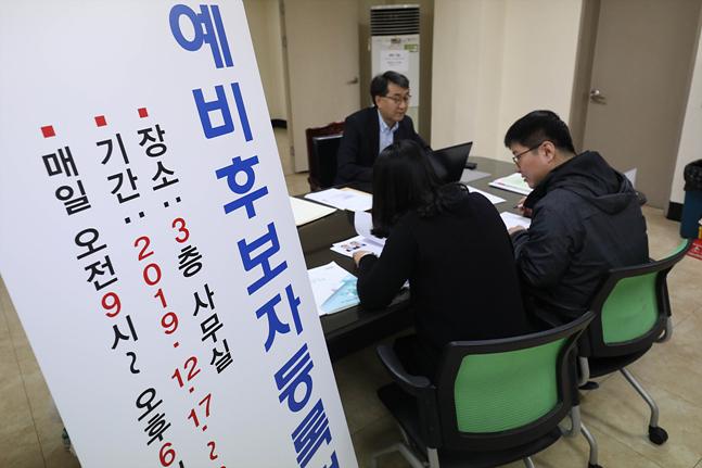 """[데일리안 여론조사] 내년 총선서 현역 의원 """"다시 찍겠다"""" 22.7%에 불과"""