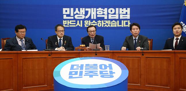 '속 끓는' 민주당, 검찰 경찰 동시 '압박'