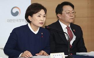 """""""중개업자들도 코웃음 친다""""…범여권서도 비판 쏟아진 김현미의 부동산 정책"""