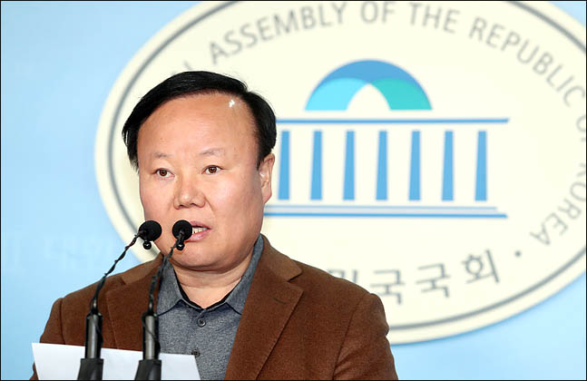 """""""'해괴한 선거법' 맞서 '비례한국당' 카드 공식화"""""""