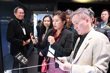 하현회 LGU+ 부회장, 'CES 2020' 참관…전사 디지털 전환 전략 점검