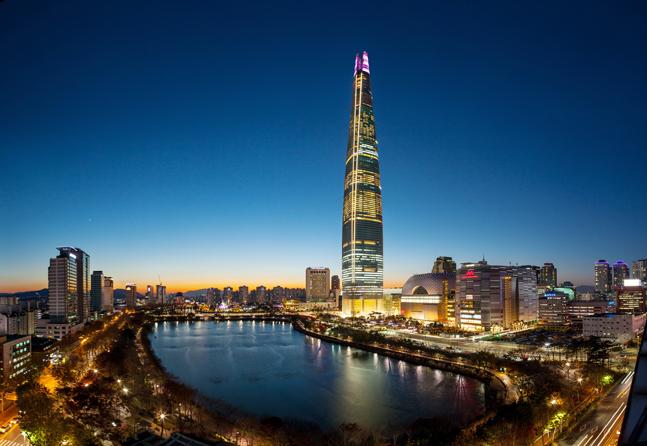 롯데월드타워, 2020명 고객들과 함께하는 새해 카운트다운 열어