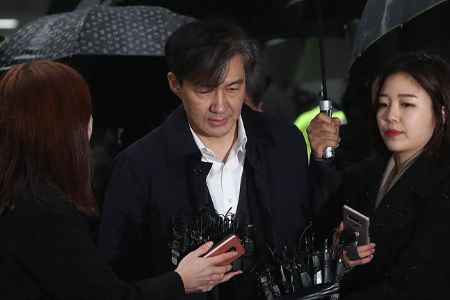"""조국 구속영장 기각에 야당 """"아쉬운 결정…영장 재청구해야"""""""