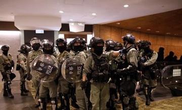 '시위대응' 홍콩경찰 6개월 식대와 기타수당만 350억원