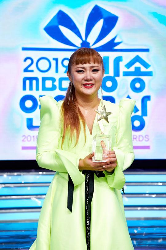 'MBC 연예대상' 박나래, 삼수 끝에 대상…눈물바다