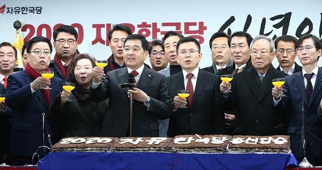 """황교안 """"박근혜 전 대통령, 언제든지 만날 것…당연한 도리"""""""