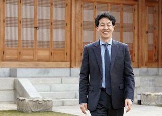 """'文 복심' 윤건영의 '내로남불'?…""""검찰은 결과로 말해야"""""""