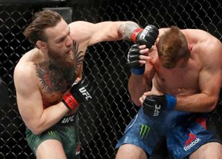 """[UFC] 자기애 맥그리거 """"내가 또 역사를..""""세로니 40초 만에 완파"""