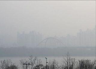 [내일날씨] 월요일 미세먼지 '나쁨'…구름 많다 오후부터 맑음
