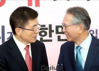 [기자의 눈] 김형오, 黃에게 '퍼스트 펭귄' 돼 달라 할 수 있을까