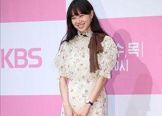 """공효진 """"옛날 드라마 그만 소환""""…팬 SNS 댓글, 왜?"""