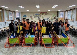한화에어로스페이스, 폐지수거 노인에 손수레 4대 기증