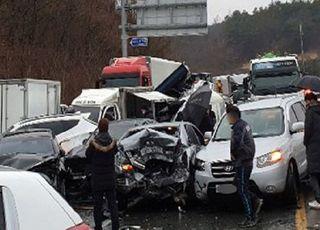 경부고속도 죽암휴게소 인근서 버스 2대 추돌…18명 경상