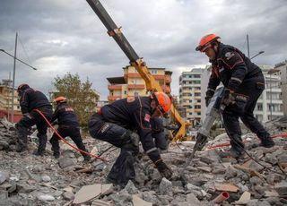 터키 규모 6.8 지진…최소 18명 사망·500여명 부상