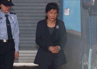 박근혜 구치소서 세번째 설…떡국·바나나우유 등 특식 제공