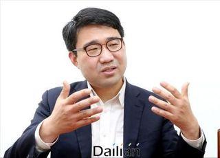"""[인터뷰] '黃 복심' 원영섭 """"여권 잠룡 김영춘 잡으려 부산 간다"""""""
