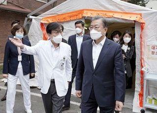 文대통령, '우한폐렴'에 손 씻고 마스크 쓰고 악수는 생략