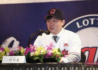 안타치고 도루하는 안치홍, 롯데서 역할은?