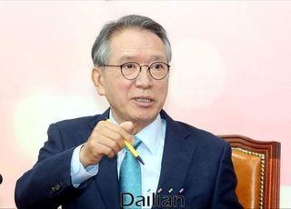 김형오, 홍준표·김병준에 연락…'지도급' 전략 재배치 '시동'