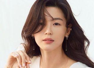 전지현 화보, 화사한 봄의 여신…감탄 부르는 미모